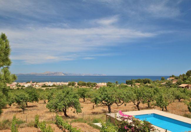 Pool und Aussicht von der Finca Can Joan in Arta