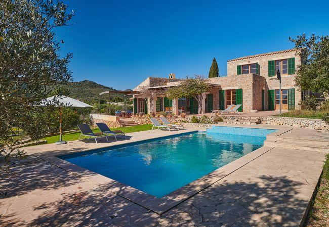 Pool und Haus der Finca Fetget bei Son Servera
