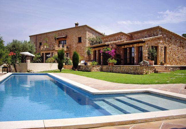 Aussenansicht und Pool der Finca Casa Agatha in Marratxi
