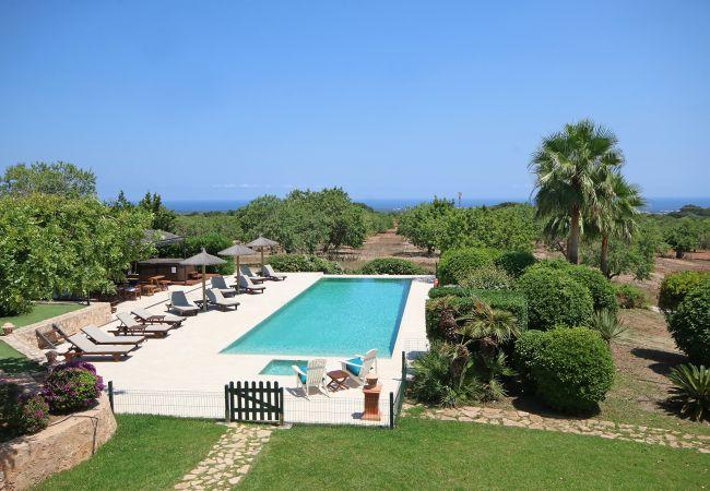 Aussicht und Pool der Finca Franca in Arta
