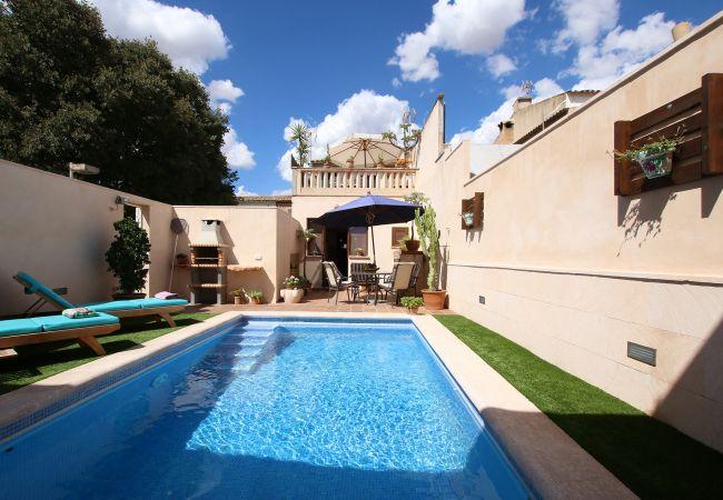 Pool und Innenhof der Finca Dorfhaus Antonio in Porreres