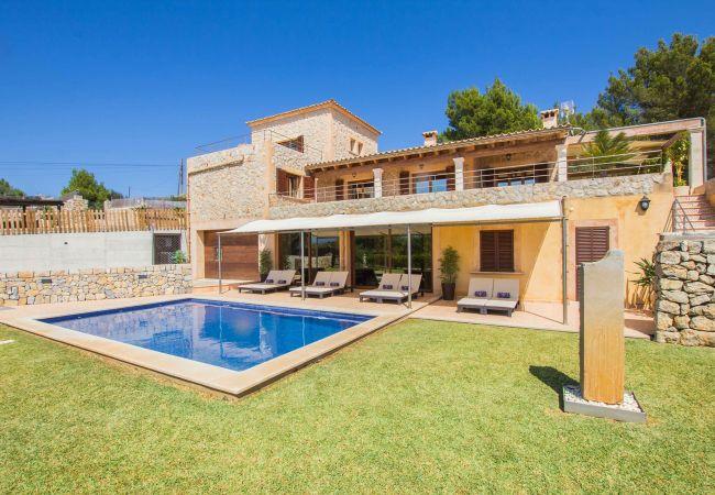 Garten und Pool der Finca Vinca bei Alcudia