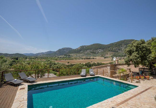 Panorama und Pool der Finca Ufanes in Campanet