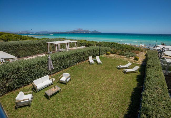 Aussicht und Garten der Finca Turquesa in Playa de Muro