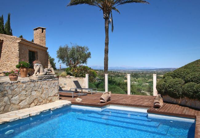 Panoramablick und Pool der Finca Costa Casita in Manacor