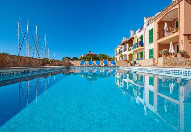 Pool und Liegen der Ferienwohnung Balcon Es Trenc bei Es Trenc