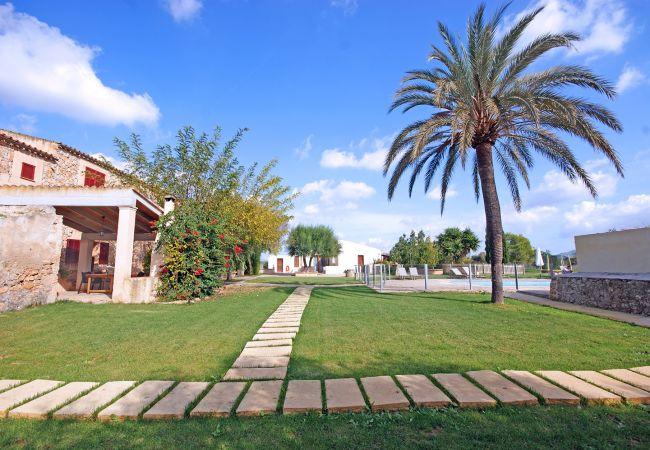 Garten und Aussenanlage der Finca Rafal Nou Suite Dupplex bei Manacor